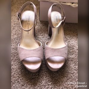 """Chinese Laundry """"Theresa"""" Suede Platforms Size 8"""